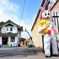 easter bunny house los angeles street photographer