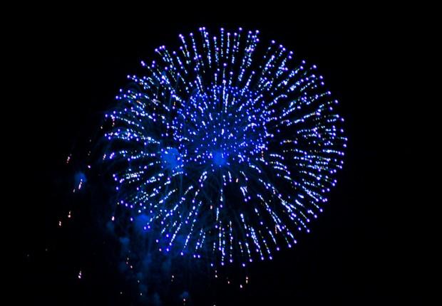 TCF_SFS_123012_07_Blue_Fireworks