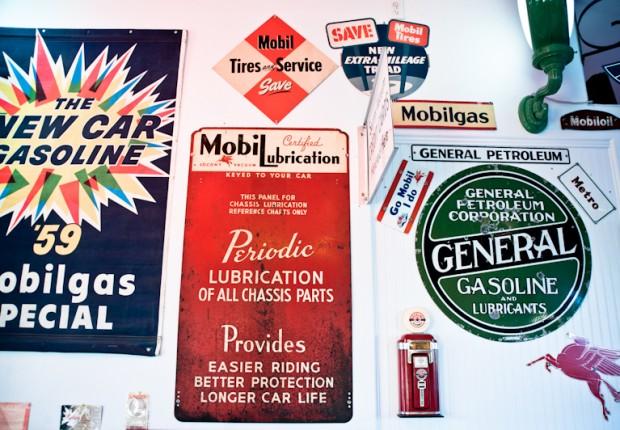 vintage mobil signs