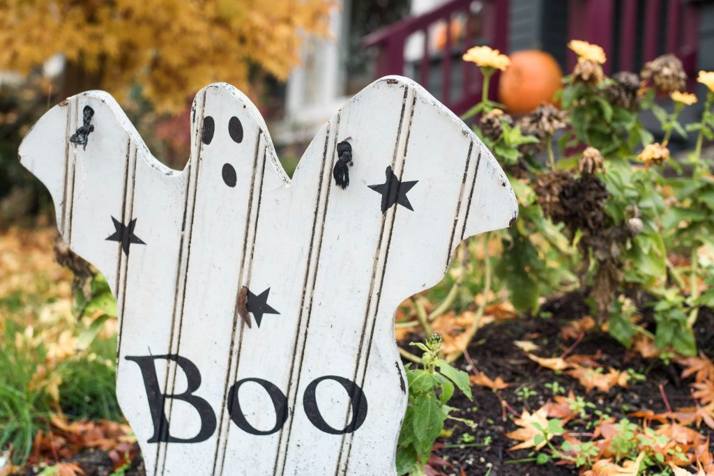 halloween, halloween sign, yard decoration